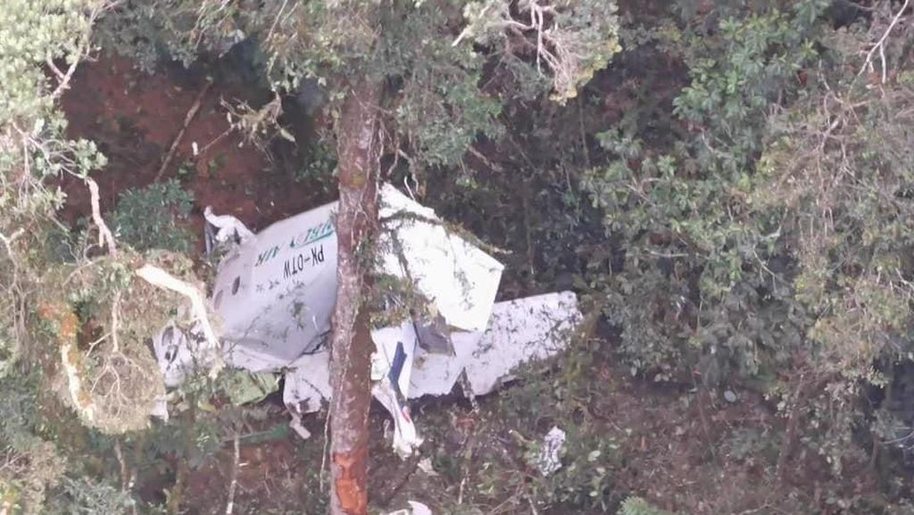 Potret Pesawat Rimbun Air yang Jatuh di Gunung Wabu Sugapa