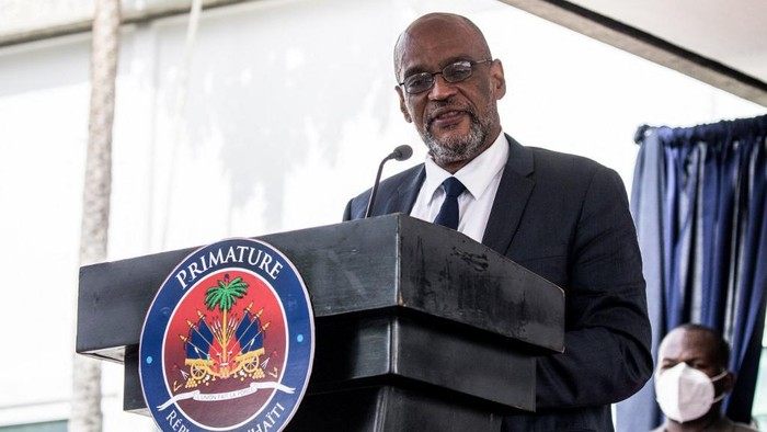 (FILES) In this file photo Designated Prime Minister Ariel Henry speaks during a ceremony at La Primature in Port-au-Prince, Haiti, on July 20, 2021. - Haitis top prosecutor said on September 14, 2021 he was seeking charges against Prime Minister Ariel Henry for the July assassination of President Jovenel Moise. The Port-au-Prince government commissioner, the equivalent of a federal prosecutor, asked the judge investigating the killing to charge Henry with involvement in the case over alleged phone calls Henry made with one of the main suspects. (Photo by Valerie Baeriswyl / AFP)
