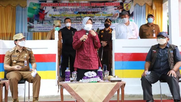 Risma kunjungi Komunitas Adat Terpencil (KAT) Suku Dayak Meratus di Hulu Sungai Tengah, Kalsel (Foto: Istimewa)