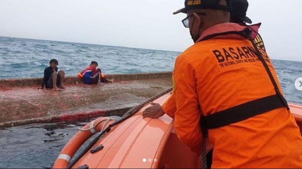 Detik-detik Penyelamatan Korban KM Elang Laut di Perairan Pulau Damar