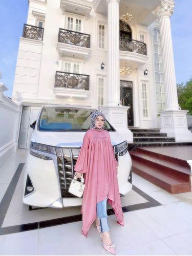 Viral dulu wanita ini tinggal di rumah bantuan tsunami Banda Aceh, kini hidup di rumah mewah.