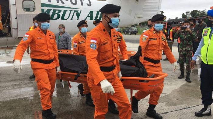 3 Jenazah Kru Pesawat Rimbun Air Dievakuasi ke Timika