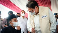 Airlangga Tinjau Vaksinasi Santri di Pekalongan