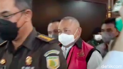 Rutan KPK Penuh, Alex Noerdin Akhirnya Ditahan di Kejagung