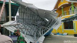 Cerita Dahsyatnya Angin Puting Beliung Rusak 50 Rumah Warga di Wajo