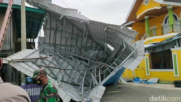 Angin puting beliung akibatkan puluhan rumah rusak di Wajo, Sulsel