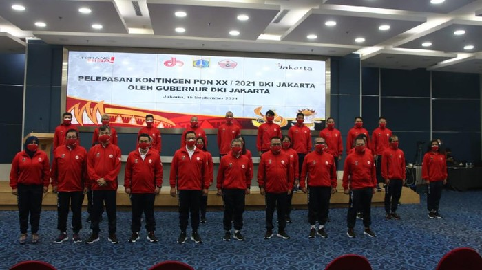 Anies Baswedan melepas Kontingen DKI Jakarta ke PON XX Papua