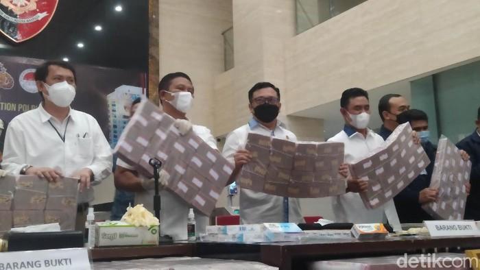 Bareskrim dan PPATK menangkap pelaku TPPU obat ilegal senilai Rp 531 Miliyar