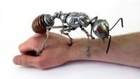Limbah elektronik diketahui berbahaya bagi lingkungan karena sulit terurai. Namun, seniman Rusia ini punya cara menarik untuk olah limbah elektronik. Penasaran?