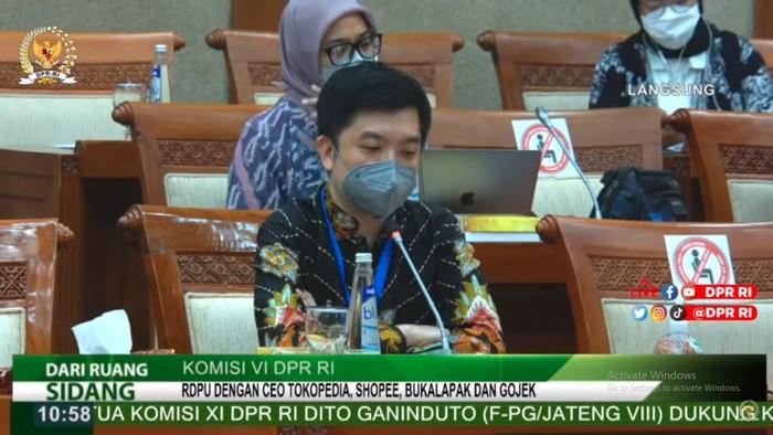 CEO Tokopedia saat rapat dengan Komisi VI DPR RI