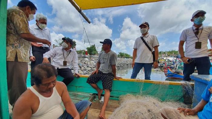 ekan Perizinan yang digelar Dinas Penanaman Modal Pelayanan Terpadu Satu Pintu (DPM-PTSP) Provinsi Jawa Timur disambut baik para nelayan