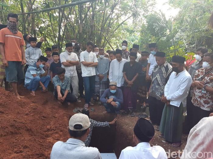 Isak tangis warnai pemakaman korban kebakaran Lapas Tangerang