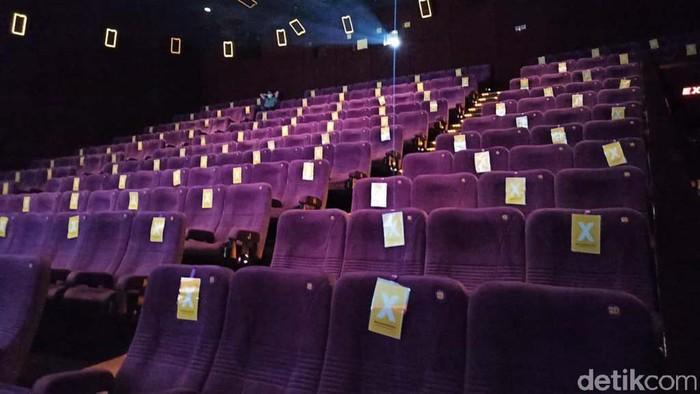 Sejumlah bioskop di Jakarta mulai buka hari ini, Kamis (16/9). Jangan lengah, bagi anda yang ingin meninton untuk tetap menjaga Prokes.