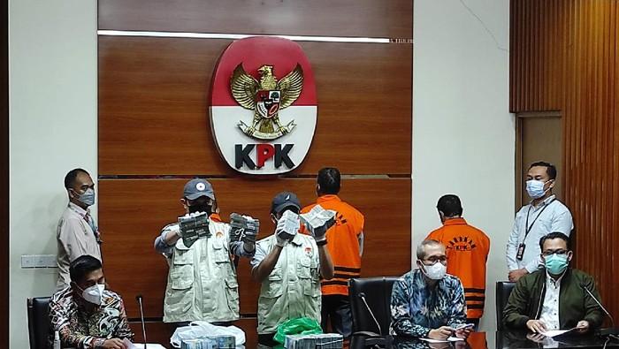 Konpres KPK perihal penetapan tersangka kepada Plt Kadis PU Pemkab Hulu Sungai Utara, Kalsel, Kamis (16/9/2021).
