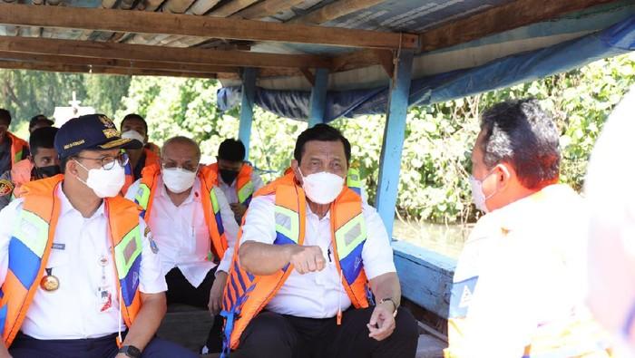 Luhut dan Anies Baswedan cek tanggul pencegah banjir Jakarta