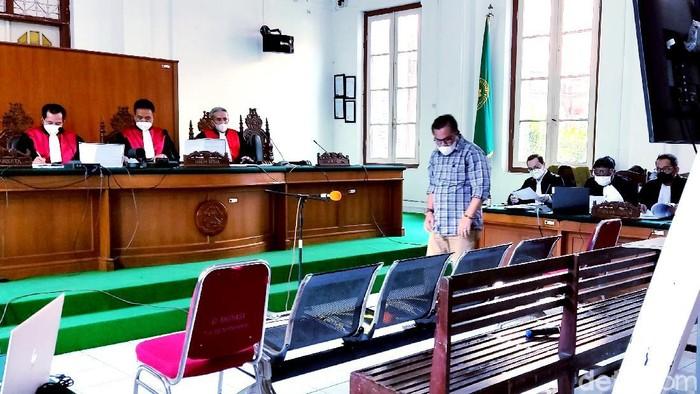 Mantan calon wakil bupati Bulukumba pada Pilbup 2020 lalu, Andi Makkasau jadi saksi di sidang kasus suap Nurdin Abdullah. (Hermawan/detikcom)