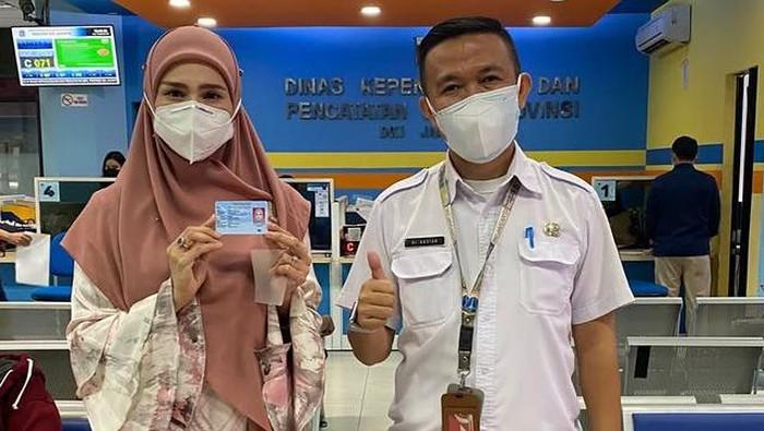 Mulan Jameela di Dukcapil DKI Jakarta. (dok. intagram dukcapiljakarta)