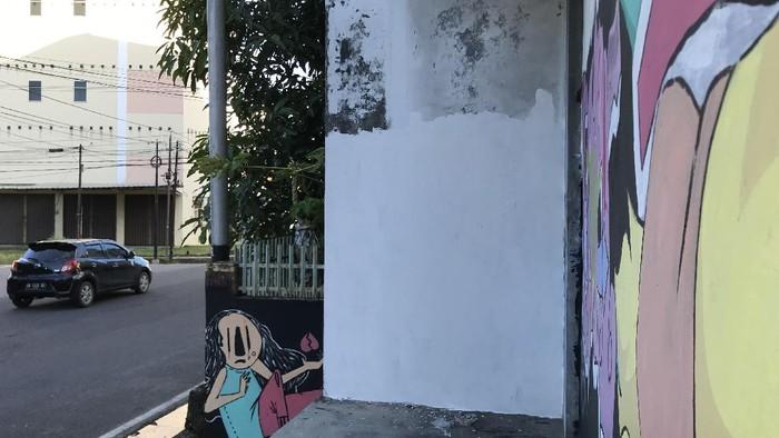Mural mirip Jokowi di Pangkalpinang dihapus.