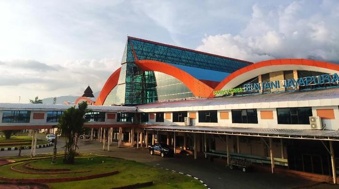 Menyambut PON XX Papua, Bandara Sentani Jayapura kini memiliki wajah yang lebih segar dan cantik. Ini Penampakannya.