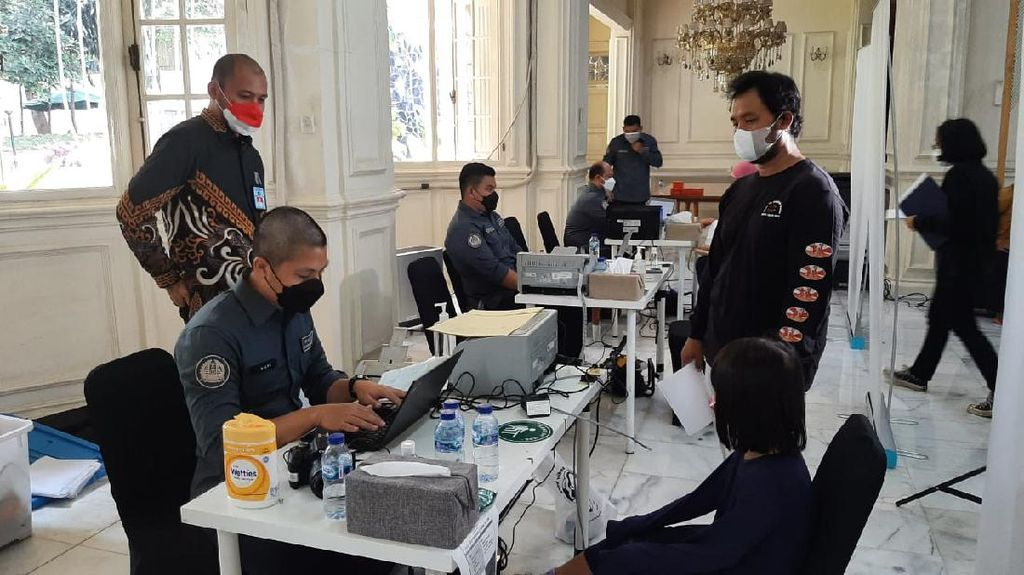 Kantor Imigrasi Jaksel Jemput Bola Pembuatan Paspor di Pasar Minggu