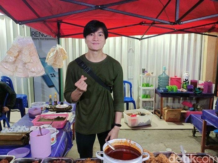 3 Penjual Makanan Mirip Lee Min Ho dan Lee Taeyong NCT Ini Diserbu Pembeli