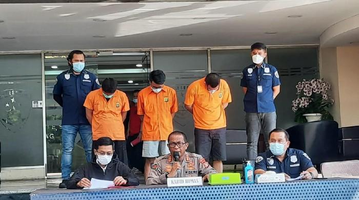 Polda Metro Jaya membongkar pemalsuan pelat rahasia DPR hingga RF (Yogi Ernes/detikcom)