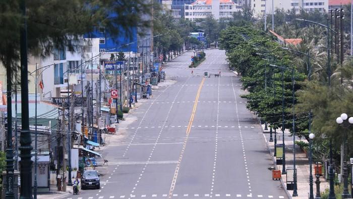 Vietnam terus memperpanjang aturan pembatasan untuk mencegah penyebaran Covid-19. Ibu Kota Hanoi dan beberapa provinsi lainnya meminta kelonggaran pembatasan dan otoritas penerbangan mengusulkan untuk melanjutkan penerbangan domestik.