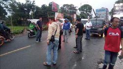Mencekam! Sekelompok Ormas Serang Markas Penagih Utang di Sukabumi