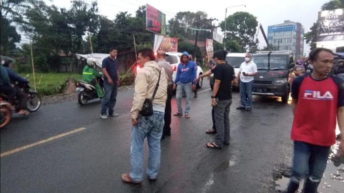 Sekelompok ormas serang markas penagih utang di Sukabumi