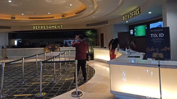 Suasana Bioskop Hari Pertama