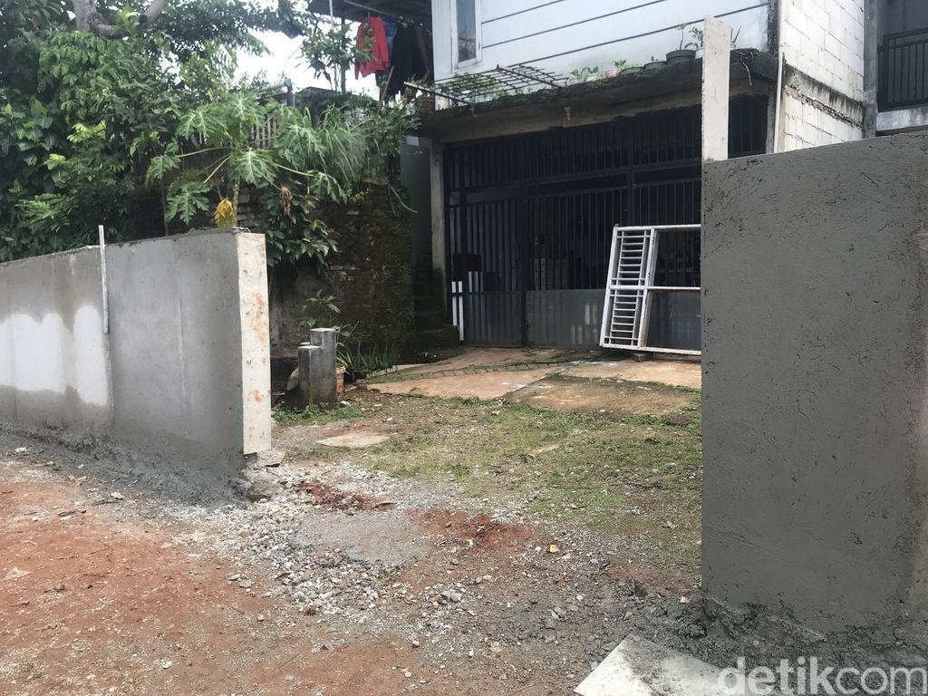 Tembok perumahan yang semula persempit akses warga kampung Serua, kini sudah selesai dibongkar, 16 September 2021. (Faiz Iqbal Maulid/detikcom)