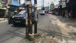 Deadline Tinggal 4 Hari, Masih Ada 15 Tiang Makan Jalan di Ciputat Timur