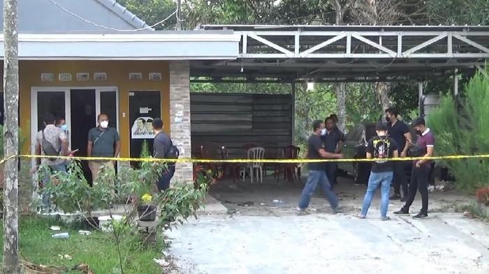 Tim Bareskrim mendatangi TKP pembunuhan sadis di Subang