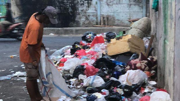 Tumpukan sampah di Kramat Pulo, Kramat, Senen,Jakarta Pusat.