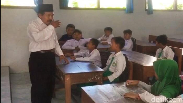 ular kobra di sekolah di banyuwangi