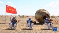 3 Astronaut China Pulang ke Bumi Setelah 90 Hari di Luar Angkasa