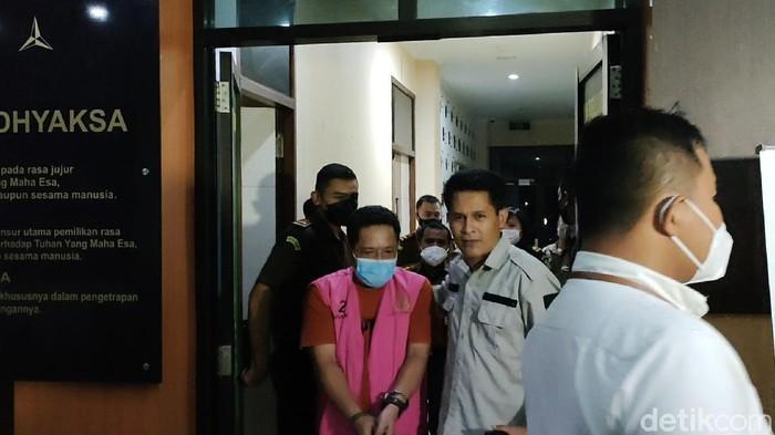 Tohidi, buronan jaksa di Garut yang menghilang 12 tahun akhirnya tertangkap. Dia terlacak saat menggugat istrinya ke Pengadilan Agama Subang.
