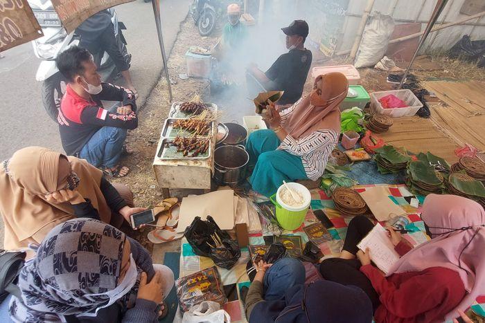 Cuma Ada Hari Minggu, Ini Sate Jando Ibu Dewi yang Bikin Ketagihan