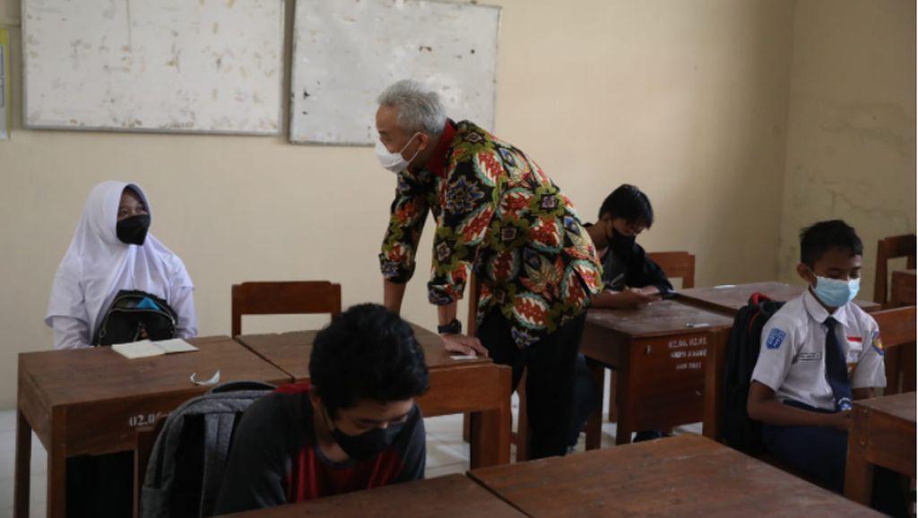 Siswi SMP Menangis Dapat Laptop dari Ganjar, Gara-gara Jawab Pertanyaan Ini