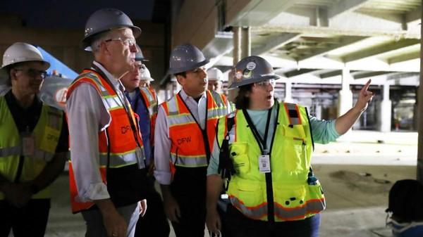 Gerbang baru dalam jangka panjang akan memiliki fitur yang ramah wisatawan. Ruang di setiap gate yang baru lebih besar 30 persen dari gate DFW lainnya dan memiliki informasi penerbangan yang mudah terlihat di seluruh gate. (Bandara DFW)