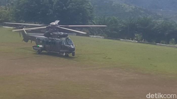 Helikopter TNI evakuasi 10 korban serangan teroris KKB Pegunungan Bintang. (Wilpret/detikcom)