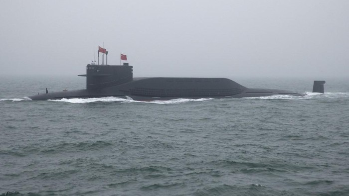 A type 094 Jin-class nuclear submarine Long March 15 of the Chinese Peoples Liberation Army (PLA) Navy participates in a naval parade to commemorate the 70th anniversary of the founding of Chinas PLA Navy in the sea near Qingdao, in eastern Chinas Shandong province on April 23, 2019. - China celebrated the 70th anniversary of its navy by showing off its growing fleet in a sea parade featuring a brand new guided-missile destroyer. (Photo by Mark Schiefelbein / POOL / AFP)