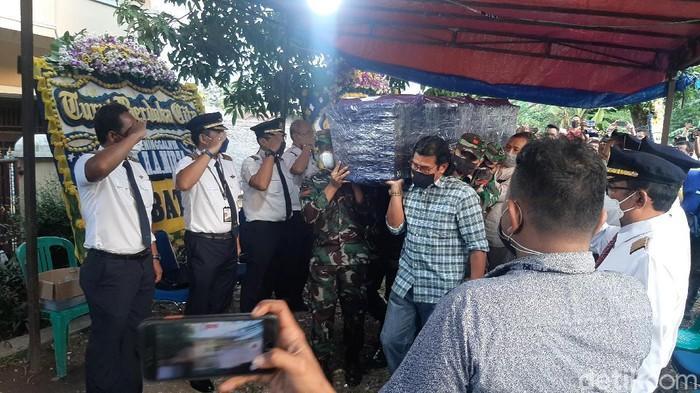 Jenazah pilot Rimbun Air tiba di rumah duka di Bogor