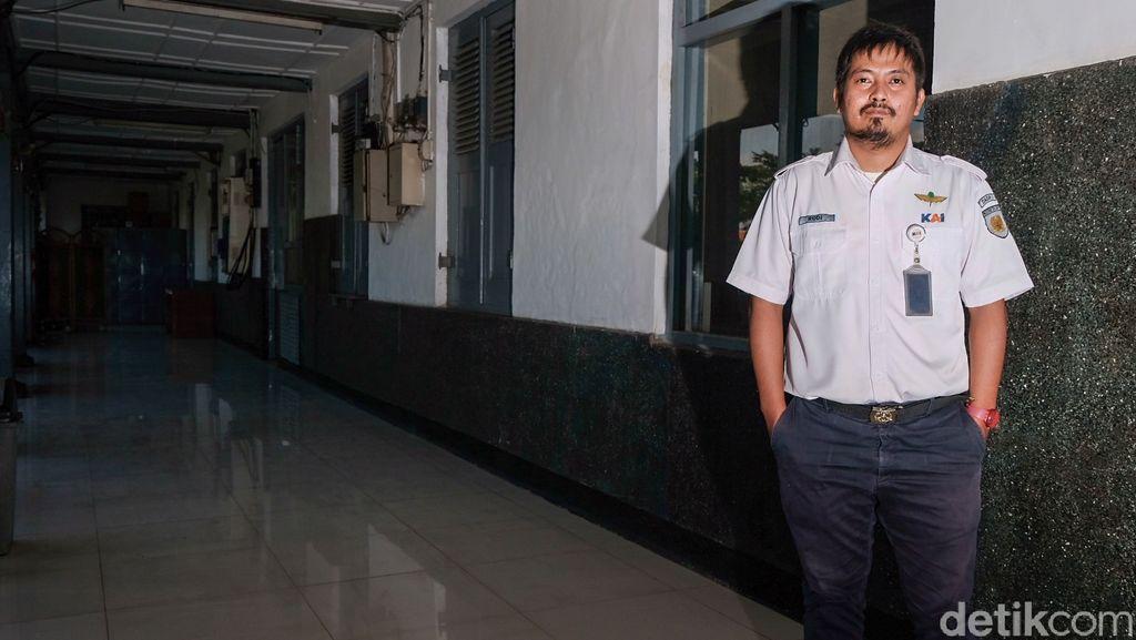 Kepala Sub Urusan Perjalanan Kereta Stasiun Manggarai, Rudy Wibowo
