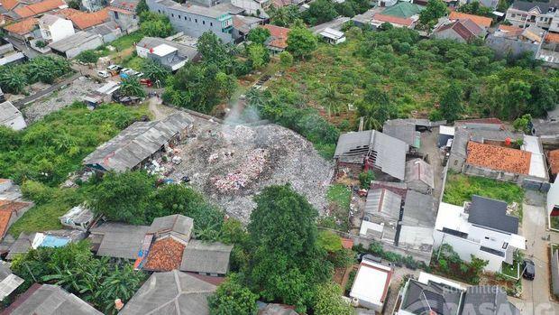 Lahan pembuangan dan pembakaran sampah di Pondok Betung, Pondok Aren, Tangsel. (Warga via Pasangmata detikcom)