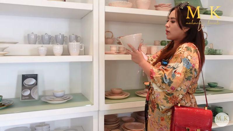Maharani Kemala Borong Piring Cantik