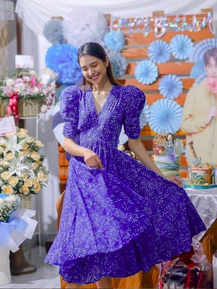 Mikha Tambayong dapat kejutan dari Deva Mahenra