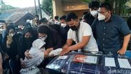 Jabar Hari Ini: Keluarga Sambut Jenazah Pilot Rimbun Air-Sembako Isi Daging Busuk