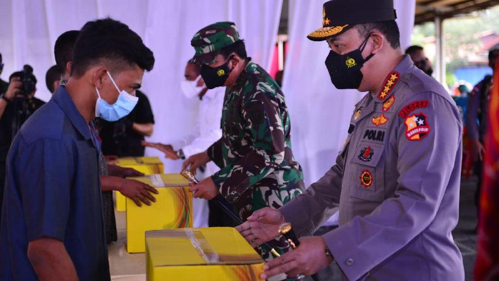 Kapolri Tinjau Vaksinasi di Sumut, Pastikan Target Jokowi Tercapai