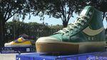 Wih! Ada Sepatu Raksasa di Taman Jakarta